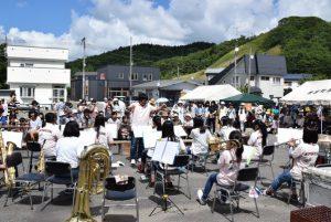 豊富中学校吹奏楽部による演奏