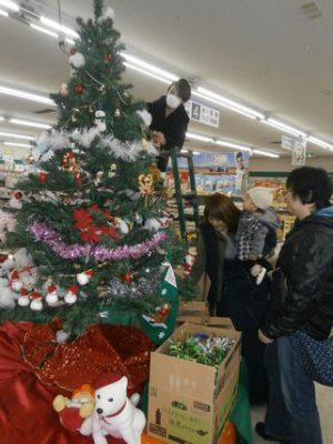 """フレッシュミズ""""クリスマスツリー飾付"""""""